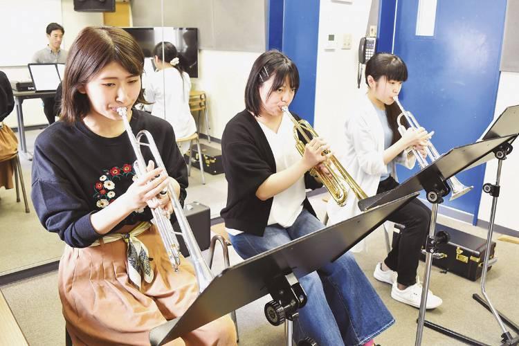 楽器別演奏(木管楽器・金管楽器リペア内授業)